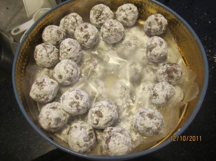 Frangelico and hazelnut balls 012
